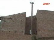 Video An ninh - Sơn La: Nhà dân ''ôm''… cột điện!