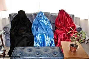Chuyện lạ - Cụ ông 82 tuổi nghiện trùm vải kín người hơn 70 năm