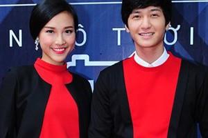 Huỳnh Anh diện đồ đôi cùng bạn gái dự sự kiện