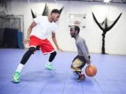 Các môn thể thao khác - SAO bóng rổ 1m34 xứng danh ''Michael Jordan lùn''
