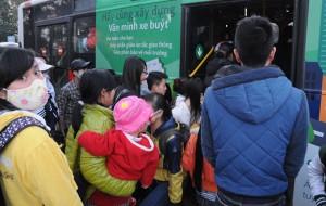 Tin tức Việt Nam - Chùm ảnh: Người dân hối hả đón xe về quê nghỉ Tết Dương lịch