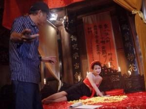Phim - DJ Trang Moon hở bạo trong phim hài Tết mới