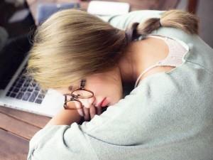 """Bạn trẻ - Cuộc sống - Dân mạng """"truy lùng"""" cô gái ngủ gật """"xinh như Tây Thi"""""""
