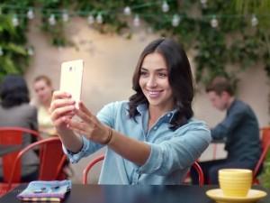 Video: Người đẹp trải nghiệm Galaxy Note 5