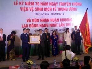 Tin tức trong ngày - Viện Vệ sinh dịch tễ T.Ư nhận Huân chương Lao Động hạng Nhất