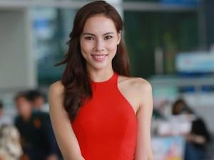 Thời trang - Lệ Quyên diện váy đỏ nổi bật tại sân bay