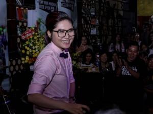 Vicky Nhung ngại ngùng khi được khen đẹp trai