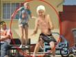 """Top clip """"độc"""" tuần 28/9-5/10: Wenger nhảy múa cùng người đẹp"""