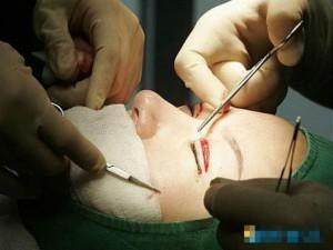 Làm đẹp - Người Trung Quốc đổ xô sang Hàn phẫu thuật thẩm mỹ
