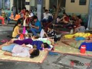 Khoa nhi - Dịch chồng dịch: Bệnh nhi nằm la liệt ngoài sân, hành lang