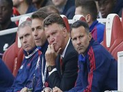 Bóng đá - Biến ở MU: Van Gaal trốn trách nhiệm, cầu thủ giận dữ