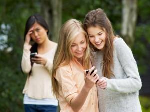 Gần 50% phụ huynh lo sợ con trẻ bị bắt nạt trên Internet