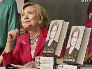 Tin tức trong ngày - Ứng viên TT Mỹ Hillary Clinton tặng hồi ký cho các đối thủ