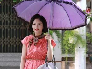 """Video: Miu Lê tự tuột áo, tố Hứa Vĩ Văn """"sàm sỡ"""""""