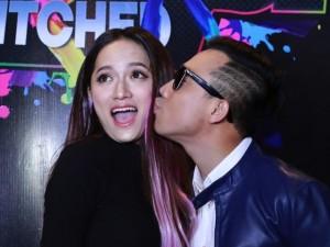 Trấn Thành, Hương Giang liên tục hôn nhau trong sự kiện
