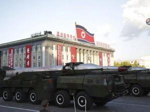 """Tin tức trong ngày - Soi loạt vũ khí """"khủng"""" trong lễ duyệt binh lịch sử của Triều Tiên"""
