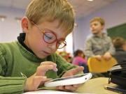 Sức khỏe đời sống - Trẻ nghiện công nghệ dễ bị huyết áp cao