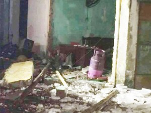 Tin tức trong ngày - Sau tiếng nổ lớn, ngôi nhà cháy dữ dội rồi đổ sập