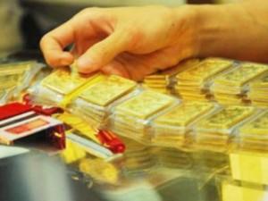 """Tài chính - Bất động sản - Giá vàng tiếp tục """"bốc hỏa"""", USD hạ nhiệt"""