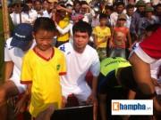 Bóng đá - Công Phượng về làng đá bóng, cả ngàn người xem
