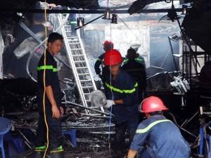 Tin tức trong ngày - Cháy quán hủ tiếu: Xót xa người mẹ chết trong tư thế ôm con