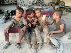 Ảnh: Cuộc sống của trẻ em giữa vùng chiến sự hoang tàn Syria