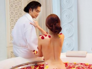 Phim - Tiết lộ những cảnh tắm gợi cảm của mỹ nhân Việt
