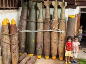 Biến vỏ bom thành vật dụng độc đáo ở Lào
