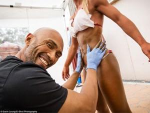 Làm đẹp - Hậu trường cực nóng bỏng của các mỹ nhân cơ bắp