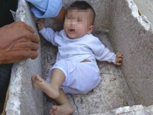 Tin tức trong ngày - Bé gái 6 tháng tuổi bị bỏ rơi trong thùng xốp