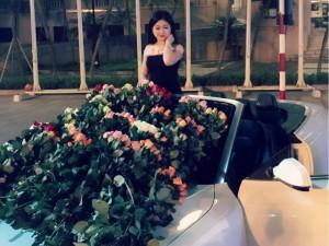 Bạn trẻ - Cuộc sống - Cô gái được người yêu lái Audi tặng 999 bông hồng dịp 20/10