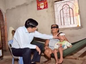 Sức khỏe đời sống - Hàng nghìn người mù vĩnh viễn do dùng tay bẩn dụi mắt