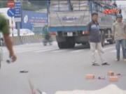 Video An ninh - Cụ bà qua đường bị xe tải cán nát người