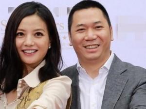 Vợ chồng Triệu Vy đối mặt với nguy cơ... đứng đường