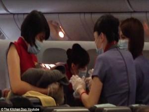 Tin tức trong ngày - Người mẹ Đài Loan sinh trên máy bay phải để con ở Mỹ