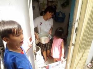 Bạn trẻ - Cuộc sống - Căn nhà 2,4m2 của 7 mẹ con giữa lòng Sài Gòn