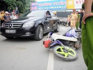 An ninh Xã hội - Dựng lại hiện trường vụ chồng lái xe đâm vợ rồi bỏ chạy