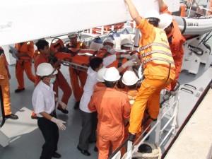 Tin tức trong ngày - Tàu cứu nạn Việt Nam bị tàu TQ cản trở ở Hoàng Sa