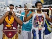 Du lịch - Rùng mình cảnh hành xác trong lễ hội ăn chay ở Thái Lan