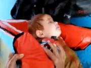 Bé trai Syria trôi nổi trên biển được cứu sống thần kỳ