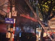 Tin tức trong ngày - Hiện trường vụ cháy nhà 4 tầng trên phố cổ Hàng Mã