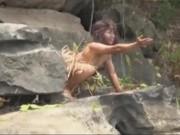 """Camera giấu kín: Khi khách du lịch gặp  """" người rừng """""""