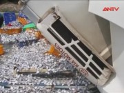 Video An ninh - Xe tải lật nhào, hàng tấn cá phủ trắng mặt đường