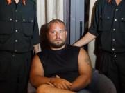 """An ninh Xã hội - 2 người Nga """"vác"""" hàng trăm thẻ ATM giả đi rút tiền"""