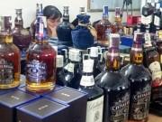 Thị trường - Tiêu dùng - 98% rượu ngoại, 90% mỹ phẩm qua cửa khẩu Lao Bảo là hàng giả