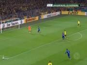 Bóng đá - Học đòi Neuer, thủ môn Dortmund thủng lưới khôi hài