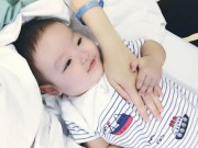 Con trai Tâm Tít tình cảm bên mẹ trong bệnh viện