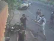 An ninh Xã hội - Nhóm côn đồ lôi chủ tiệm bánh mì ra giữa đường đánh dã man