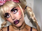 """Ngỡ ngàng tài trang điểm Halloween của  """" gái một con """""""