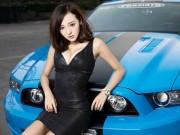 Ô tô - Xe máy - Chân dài khoe vòng 1 căng tròn bên Ford Mustang GT